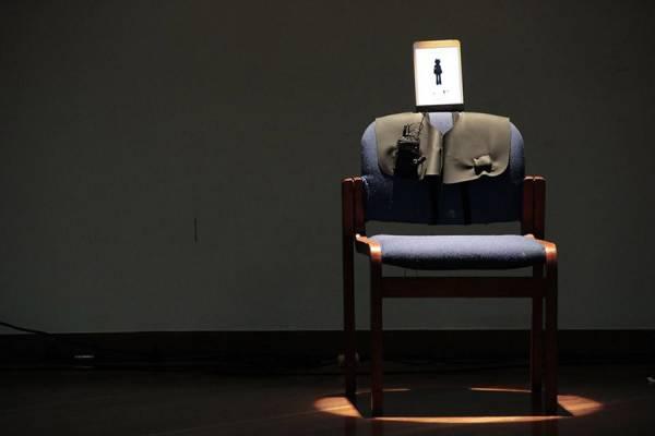 Un fauteuil équipé d'une tablette
