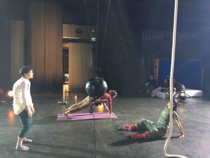 Des artistes de cirque filmés par une caméra 360°