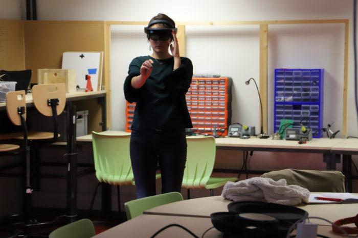 Elisa avec le casque Hololens