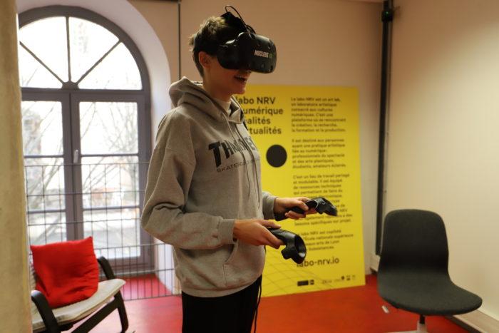 Lise avec le casque de réalité virtuelle