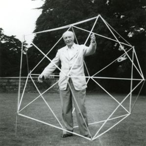 Rudolf Laban dans un icosaèdre