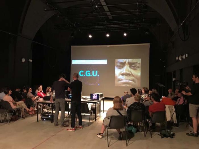 Une projection dans une salle de spectacle