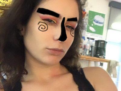 Autoportrait masqué par Coralie Debord